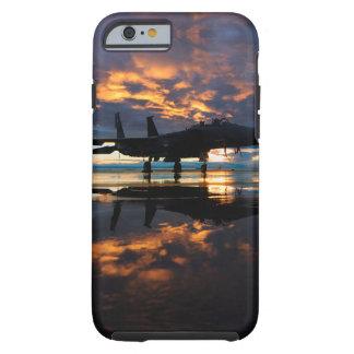 Aeroplano del avión de combate en los regalos de funda resistente iPhone 6
