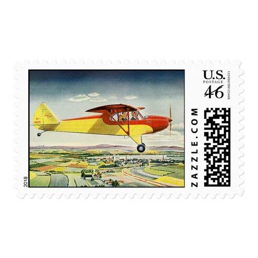 Aeroplano del transporte del vintage que vuela sob sellos