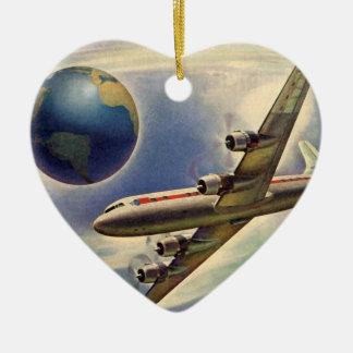 Aeroplano del vintage que vuela en todo el mundo adorno navideño de cerámica en forma de corazón