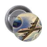 Aeroplano del vintage que vuela en todo el mundo e pins