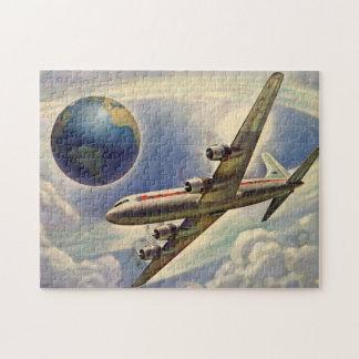 Aeroplano del vintage que vuela en todo el mundo e rompecabeza con fotos