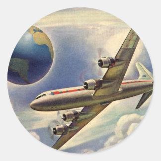 Aeroplano del vintage que vuela en todo el mundo pegatina redonda
