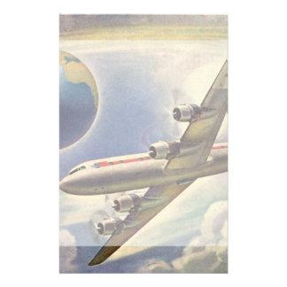 Aeroplano del vintage que vuela en todo el mundo personalized stationery