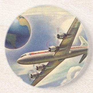 Aeroplano del vintage que vuela en todo el mundo posavasos personalizados
