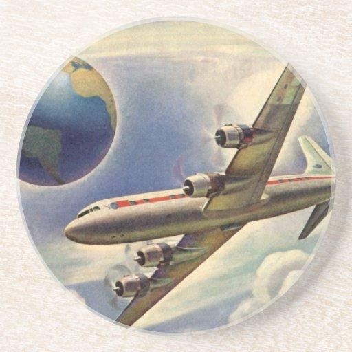 Aeroplano del vintage que vuela en todo el mundo posavasos manualidades