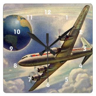 Aeroplano del vintage que vuela en todo el mundo reloj cuadrado