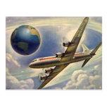 Aeroplano del vintage que vuela en todo el mundo tarjetas postales