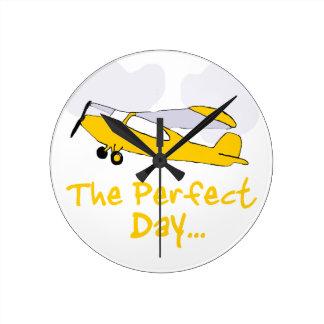Aeroplano del vuelo del día perfecto reloj