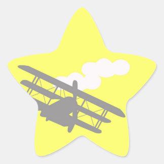 Aeroplano en fondo amarillo llano pegatina forma de estrella personalizada
