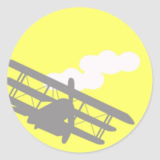 Aeroplano en fondo amarillo llano etiqueta