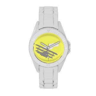 Aeroplano en fondo amarillo llano relojes