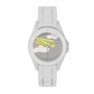Aeroplano en fondo gris llano reloj de mano