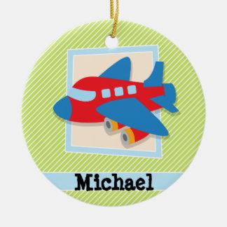 Aeroplano en rayas de la verde lima y del blanco adorno navideño redondo de cerámica