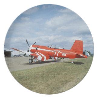Aeroplano estupendo del corsario de F2G-1D en el s Plato De Cena