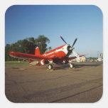 Aeroplano estupendo del corsario de F2G-1D en un Calcomanias Cuadradas