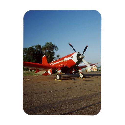 Aeroplano estupendo del corsario de F2G-1D en un s Iman