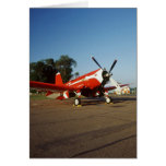 Aeroplano estupendo del corsario de F2G-1D en un s Felicitacion