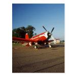 Aeroplano estupendo del corsario de F2G-1D en un s Tarjetas Postales