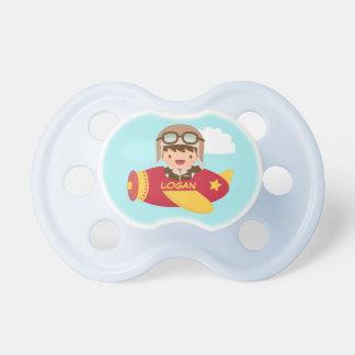 Aeroplano lindo del muchacho del aviador para los chupete de bebé