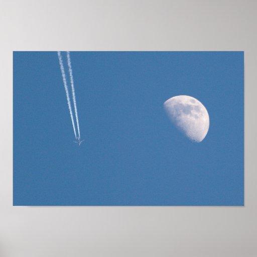 Aeroplano que cruza el cielo póster