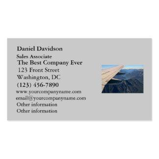 Aeroplano que vuela sobre las montañas rocosas tarjetas de visita
