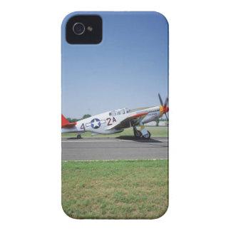 Aeroplano rojo de la cola de P-51 C Tuskegee en el Case-Mate iPhone 4 Carcasa