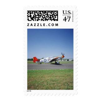 Aeroplano rojo de la cola de P-51 C Tuskegee en el Timbres Postales