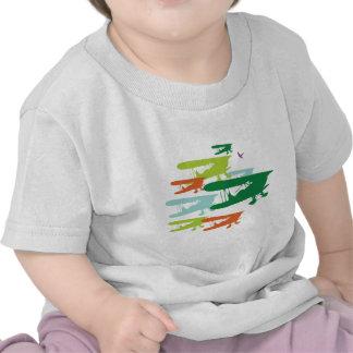Aeroplano solo Desi del gorrión del biplano retro Camisetas