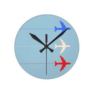 aeroplanos de las líneas aéreas reloj redondo mediano