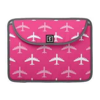 Aeroplanos de las rosas fuertes y del blanco funda para macbook pro