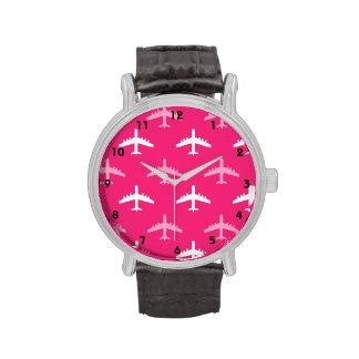Aeroplanos de las rosas fuertes y del blanco relojes