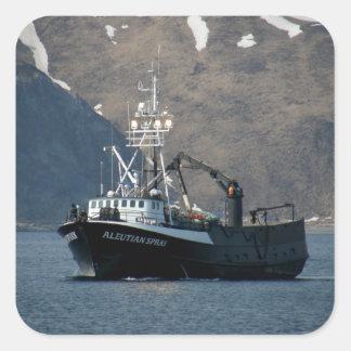 Aerosol Aleutian, barco del cangrejo en el puerto Pegatina Cuadrada