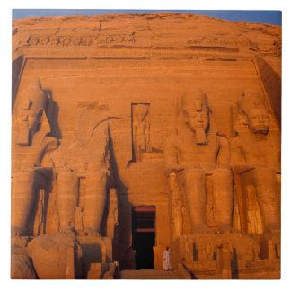 AF, Egipto, Abu Simbel. Fachada en la puesta del s Azulejo Cuadrado Grande