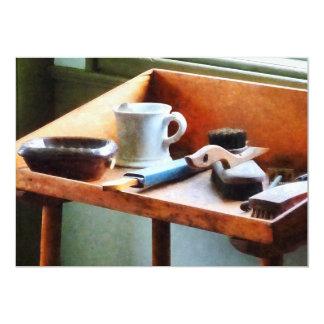 Afeitar la taza, la maquinilla de afeitar y invitación 12,7 x 17,8 cm