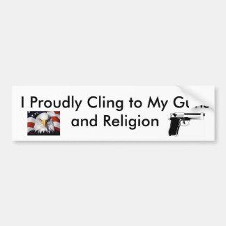 Aférrese orgulloso en los armas y la religión pegatina para auto