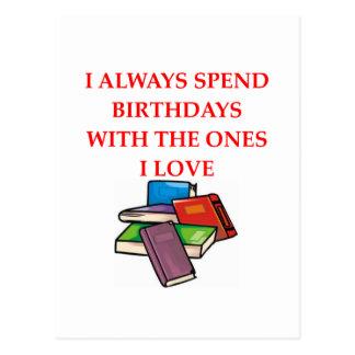 aficionado a los libros tarjeta postal