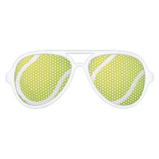 Aficionado deportivo del tenis el   gafas de fiesta