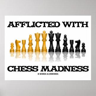 Afligido con el juego de ajedrez reflexivo de la l posters