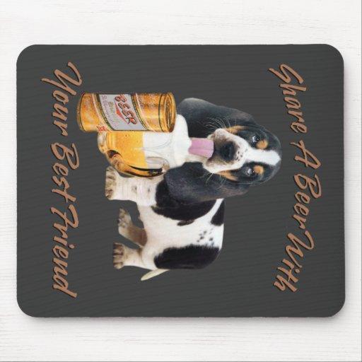 Afloramiento que bebe una cerveza alfombrilla de ratón