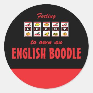 Afortunado a propio un diseño inglés del perro de pegatina redonda