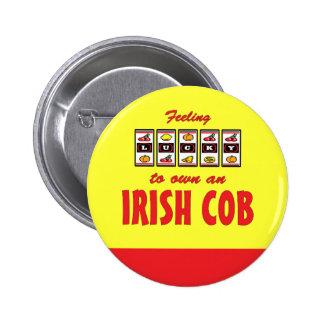 Afortunado a propio un diseño irlandés del caballo pin redondo 5 cm