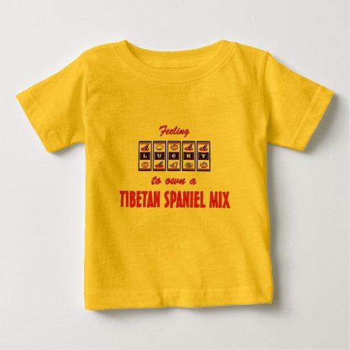 Afortunado a propio un diseño tibetano del perro tee shirt