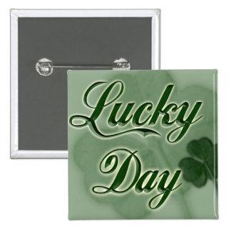 Afortunado-Día Pin Cuadrado
