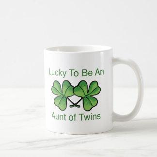 Afortunado para ser tía gemela taza básica blanca