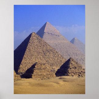 África, Egipto, El Cairo, Giza. Grandes pirámides Póster