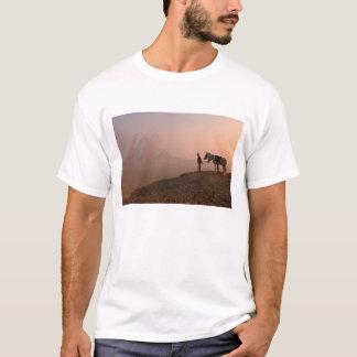 Africa, Egypt, Cairo, Giza, Giza pyramids at T-Shirt