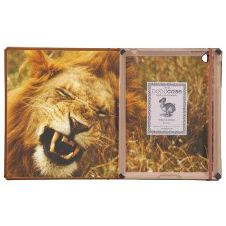 África, Kenia, Maasai Mara. León masculino. Salvaj iPad Cárcasa