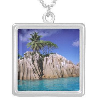 África, Seychelles, isla de Digue del La. Granito Collar Plateado