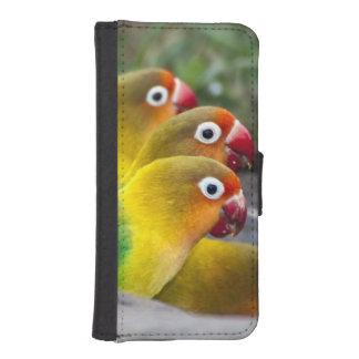 Africa. Tanzania. Fischer's Lovebirds drinking iPhone SE/5/5s Wallet Case