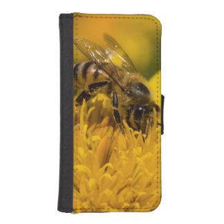 African Honey Bee With Pollen Sacs Feeding iPhone SE/5/5s Wallet